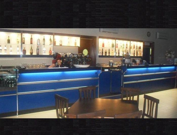 Mobili Per Bar Usati.116 Bancone Bar Usato Banconi Bar Compra In Fabbrica